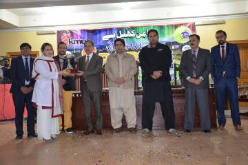 06-Vice Chancellor KMU & D.G Sports presenting cups to candidates (Custom)1514868434.JPG